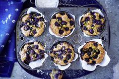 Das Rezept für Blaubeer-Mohn-Muffins mit Mandeln und Pistazien mit allen nötigen Zutaten und der einfachsten Zubereitung - gesund kochen mit FIT FOR FUN