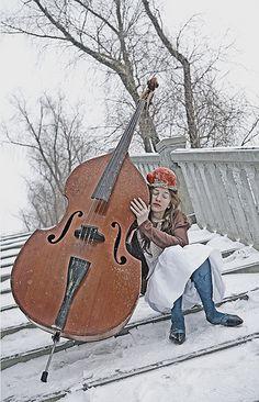 музыка старого контрабаса....