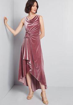 Desired Spotlight Velvet Midi Dress in 12 - Sleeveless A-line by Eliza J from ModCloth 1920s Fashion Dresses, 20s Dresses, 1920s Dress, Fall Dresses, Pink Dresses, Pretty Outfits, Pretty Dresses, Beautiful Outfits, Velvet Midi Dress