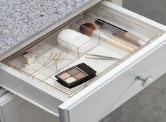 Makeup Storage Organiser, Makeup Storage Drawers, Bathroom Drawer Organization, Vanity Drawers, Make Up Organiser, Vanity Desk, Makeup Organization, Vanity Cabinet, Organize Bathroom Drawers