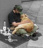"""EL  HOMBRE Y EL PERRO        Perro y  fidelidad    son un  sólo componente    porque  el perro da a la gente    de por  vida su lealtad.    Y  aunque a veces es verdad    que el  amo se muestra cruel,    """"el de  la foto"""" el laurel    se  lleva con buen renombre    pues  demuestra cuando el hombre    al  perro también le es fiel."""
