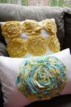 Includes a video tut on how to twist the roses too! I think I need these in a thousand different colors. Yes, for pillows, but also to place on safety pins so I can wear them on cardigans!