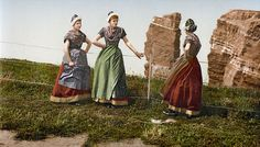 Colored b/w-photo of traditional costumes of Helgoland