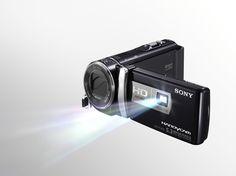 #SonyHandycam Una cámara de video con proyector ¿les gusta? Costará unos $9,599 pesos y saldrá en mayo.