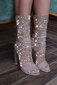Find images and videos about style, shoes and glitter on We Heart It - the app to get lost in what you love. Boujee Aesthetic, Bad Girl Aesthetic, Aesthetic Images, Glitter Art, Glitter Shoes, Glitter Photography, Glitter Wallpaper, Glitz And Glam, Looks Cool