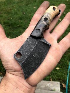 Cool Knives, Knives And Swords, Knife Template, Blacksmithing Knives, Bushcraft, Knife Throwing, Cleaver Knife, Garage Furniture, Knife Patterns