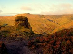 From towering cliffs to rolling hills, we've compiled a list of 5 of our favourite hiking routes around the United Kingdom to keep you busy.