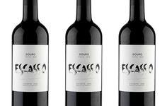 Escasso DOC 2011 is een krachtige rode wijn van wijnhuis Quinta do Monte Bravo uit de Douro regio, Portugal. Gemaakt van de Tinta Roriz, Touriga Franca en Tinta Barroca. Deze wijn heeft een heldere robijn rode kleur met een granaatkleurige tint.  Intens aroma van rijpe kersen, vanille en chocolade. Smaak: complex, fijne structuur, mineralen, rode kersen en een pepertje! Robuuste tannines en een evenwichtige zuurgraad. Heerlijk bij mediterrane en oosterse gerechten. Verkrijgbaar via…
