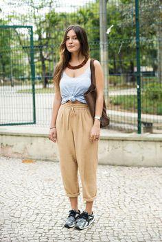 Calças de tecido, sejam estilo pijama, jogging, moletom, e outras, o conforto delas é o principal diferencial!