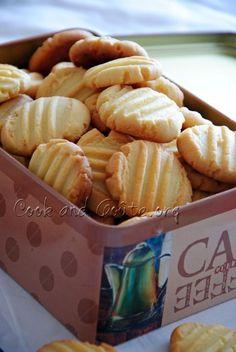 Almond powder shortbread - Cook and Goût - Trend Christmas Cake 2019 Desserts With Biscuits, Köstliche Desserts, Delicious Desserts, Dessert Recipes, Yummy Food, Biscuit Cake, Biscuit Cookies, Shortbread, Coconut Cookies