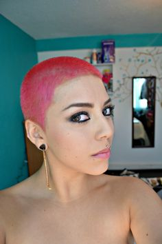 esaquiimera: So, now I want to be a buzzed color pink girl. Short Sassy Haircuts, Short Hair Cuts, Short Hair Styles, Buzz Cut Women, Buzz Cuts, Baddie Hairstyles, Cool Hairstyles, Gorgeous Hairstyles, Edgy Pixie Cuts