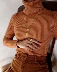 Fashion trend: la maglia a coste Fashion trend: ribbed knit Look Fashion, Winter Fashion, Fashion Outfits, Womens Fashion, Fashion Tips, Earthy Fashion, Fashion Websites, Fashion Quotes, Cheap Fashion