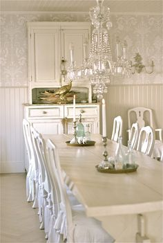 Dining with rococo style chairs Sagolika sinnen