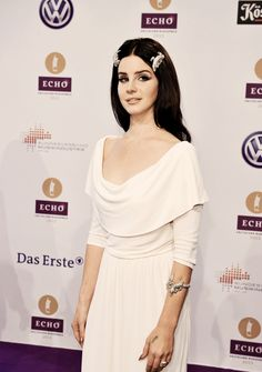 Lana Del Rey a goddess on the red carpet | white floor-length dress