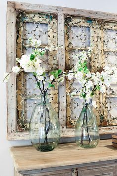 magnolia homes joanna gaines Want the Fixer Upper look for your own home? This post shares my favorite Fixer Upper vignettes! Farmhouse Side Table, Country Farmhouse Decor, Farmhouse Lighting, French Country Decorating, Farmhouse Style, Country Homes, Country Style, French Country Wall Decor, Country Kitchens