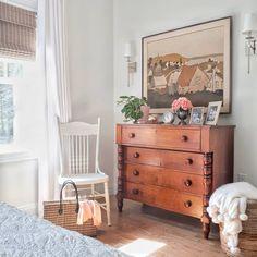 New Ideas Vintage Furniture Bedroom Farmhouse Style Farmhouse Chairs, Farmhouse Style Bedrooms, Antique Farmhouse, Farmhouse Decor, Farmhouse Lighting, Farmhouse Furniture, Country Farmhouse, Modern Farmhouse, Home Bedroom
