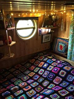 My bed 'ole on my own narrowboat. Canal Boat Interior, Sailboat Interior, Canal Barge, Narrowboat Interiors, Boat Decor, Estilo Hippie, Boat Projects, Van Living, Outside Living