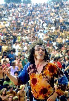 Joe Cocker at the 1969 Woodstock Festival. 1969 Woodstock, Woodstock Festival, Woodstock Hippies, Woodstock Music, Woodstock Photos, Joe Cocker, Mundo Hippie, Estilo Hippie, Rock Music
