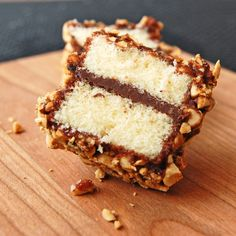 A fabulously yummy merging of Italian and Australian sweet treats: Nutella Lamingtons. I will probably used crushes maltesers instead of nuts yummo Aussie Food, Australian Food, Australian Recipes, Just Desserts, Delicious Desserts, Dessert Recipes, Yummy Food, Mini Cakes, Cupcake Cakes