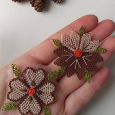 Needle Lace, Baby Knitting Patterns, Crochet Flowers, Diy And Crafts, Brooch, Instagram Posts, Jewelry, Kilims, Cross Stitch