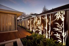 Corten Steel: 50 Very Trendy Garden Decor Ideas: Want to transform your garden into a pleasant and modern outdoor space? Consult our ideas of decoration with steel corten, a very trendy material! Fence Lighting, Exterior Lighting, Landscape Lighting, Outdoor Lighting, Outdoor Decor, Lighting Ideas, Outdoor Furniture, Backyard Privacy, Backyard Fences