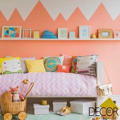 O décor colorido combinado a estampas lúdicas resulta em um ambiente acolhedor