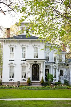 "Lovely Italianate home (See the ""eyebrows"" over the windows?- that's one of clues that it's Italianate.)"