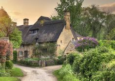 Cotswold villages are some of the most beautiful in Britain – think honey-coloured cottages, cosy pubs, tiny tearooms and narrow streets. We pick ten of the prettiest Cotswolds villages to explore.