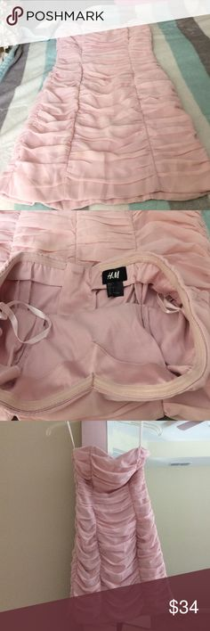 🌻just in H&M party dress in blush pink USA 4 Europe 34 H&M light blush pink chiffon layered fitted dress, back zip in silver with outside trendy look, worn once EUC perfect with jacket H&M Dresses Mini