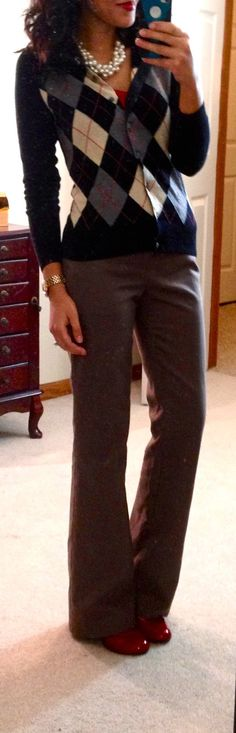 LOFT tank, NY cardi & watch, Banana Republic outlet Martin Wool Trousers, Target Mossimo Pearce Pumps, necklace --< I love argyle. Business Attire, Business Fashion, Business Casual, Casual Outfits, Cute Outfits, Work Outfits, Dress Casual, Spring Outfits, Look Formal