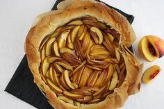 Ihr wollt frischen, warmen Kuchen, aber keine Lust lange in der Küchen zu stehen? Dann habe ich heute das perfekte Rezept für euch! Der schnellst Obstkuchen aller Zeiten! Nektarinen-Tarte!