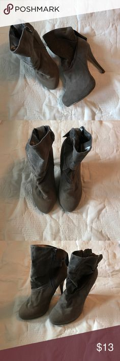 Gray boot Ankle Gray boots. Size 5.5. Great for cold winters Shoes Ankle Boots & Booties