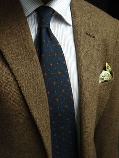 Brown tweed jacket, white shirt with light blue dress stripes, navy tie