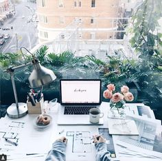 Sydney Australia (Central Park by Li-Chi ( Use our app to find the best cafes and spaces to work from. -- What a gorgeous workspace Li-Chi is working from by Central Park in Sydney Australia. Workspace Inspiration, Study Inspiration, Home Office Design, Home Office Decor, Parks In Sydney, Decoration Plante, Office Inspo, Cool Cafe, Places