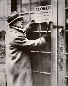 A US Federal Agent closing a saloon during the American Prohibition (1920-33) (b/w photo), American Photographer, (20th century) / Private Collection / Peter Newark American Pictures / Bridgeman Images