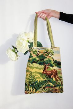 Tote bag in vintage canevas deer - But I have mom's old needlepoints and canvasses, so I'm probably making my own! Bagan, Patchwork Bags, Fabric Bags, Market Bag, Vintage Embroidery, Clutch, Vintage Fabrics, Vintage Handbags, Handmade Bags
