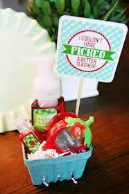 """Teacher Appreciation Gift- Bath and Body Works berry scented soaps etc. """"Thank you for being so BERRY good to me!"""" or """"Have a BERRY good summer! Best Teacher Gifts, Best Gifts, Teacher Presents, Gift Basket For Teacher, Teacher Treats, Craft Gifts, Diy Gifts, Just In Case, Just For You"""