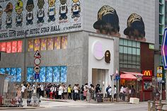 Bape Store Hong Kong is the largest outta Nigo's 23 stores worldwide, it's 2 levels high located at Central, Hong Kong.    form Bape Store Hong Kong / Hong Kong Digital Vision    Stock Photo ID : hkdigit-080412-141434     Viettel IDC Colocation, Dedicated Server, Hosting, Vps, Domain, Email, Cloud Computing...