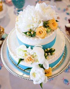Take a look at the most creativewedding cakephotos anddesignsfor a sweet and unique dessert table come your big day. Get inspired and happy pinning!  Featured Wedding Cake:Maggie […]