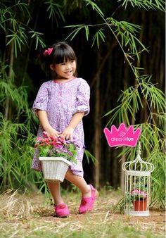 simple dotted dress Girls Dresses, Flower Girl Dresses, Summer Dresses, Dot Dress, Kids Fashion, Simple, Wedding Dresses, Summer Sundresses, Child Fashion