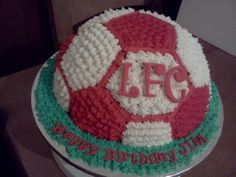 My dad would love this! Liverpool Cake, Liverpool Football Club, Themed Cakes, Cake Ideas, Cupcake Cakes, Soccer, Birthday Cake, Drink, Baking