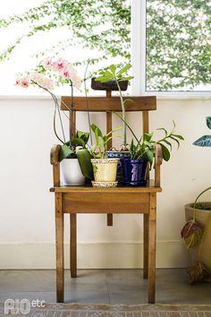 RIOetc | O solar apartamento que serve de casa e ateliê para a designer Ana Porto.