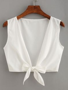 Online shopping for Knot Front Crop Top from a great selection of women's fashion clothing & more at MakeMeChic. Teen Fashion Outfits, Diy Fashion, Ideias Fashion, Fashion Dresses, Womens Fashion, Fashion Design, Fashion Black, Fashion Ideas, Vintage Fashion