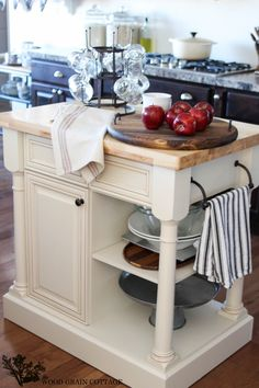Love this kitchen island for a small kitchen.