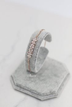 Modern Bridal Jewellery, Fancy Jewellery, Gold Jewellery Design, Bridal Jewelry Sets, Wedding Jewelry, Minimal Jewelry, Stylish Jewelry, Fashion Jewelry, Dainty Jewelry