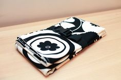 Im kinda obsessing over this, and want one ASAP! Diaper Changing Pad with Pockets for Essentials - Black & White. $35.00, via @Etsy, @yippymomma