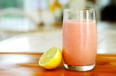 Healthy smoothies recipes. Smoothies and shakes are an excellent choice for breakfast, a snack or even a light dinner. Don't miss our recipes for healthy smoothies. Author: Alicia Borghi #Smoothie #LightSmoothies #SmoothieRecipe #FruitSmoothie #EasySmoothieRecipe #Snack #Shakes #Breakfast #BreakfastSmoothie #LightDinner #Dinner #SanaSanaFamily  http://www.sanasana.com/blog/healthy-recipes-smoothies/