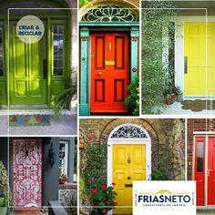 Com charme e um pouco de cor, as portas deixam de ser um item usado apenas para abrir e fechar, separando um ambiente de outro, podendo se tornar um poderoso elemento de decoração. As opções de customização são inúmeras. Confira algumas dicas!