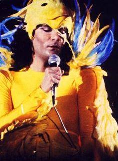 Renato Fiacchini, meglio conosciuto come Renato Zero, è un cantautore, showman e produttore discografico italiano, nato il 30 Settembre 1950. È uno dei cantautori italiani più …