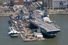 New York  L'Intrepid Sea, Air & Space Museum è un museo della storia militare e marittima realizzato quasi completamente all'interno della portaerei Intrepid, di